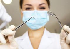 Сколько зарабатывает стоматолог в месяц?